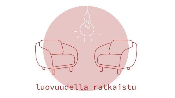 Kaksi nojatuolia, joiden välissä roikkuu hehkulamppu, alla teksti ''luovuudella ratkaistu''. Kuvituskuva.